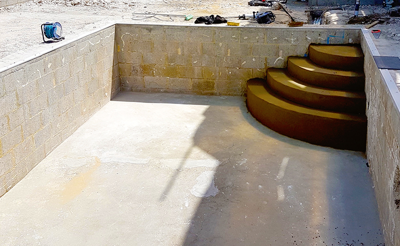 Radius Pool Steps